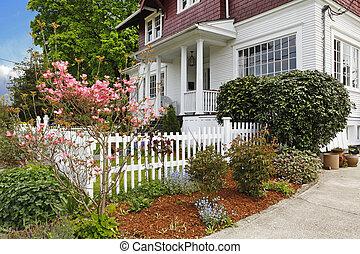 clásico, grande, artesano, viejo, norteamericano, casa, exterior.