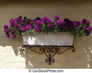 clásico, plantador, maceta, en, un, ladrillos, pared