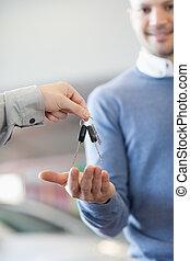 clés, réception, concession automobile, client