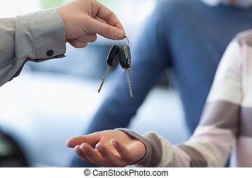 clés, voiture, donner, revendeur, client