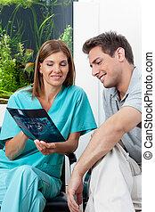 clínica, mostrando, paciente, odontólogo, raio x