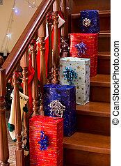 clair, boîtes, cadeau, escalier
