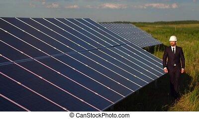 clampings, vérification, énergie, directeur, station, solaire, panels.