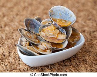 """Clams cooked in the recipe """"almejas a la marinera"""""""