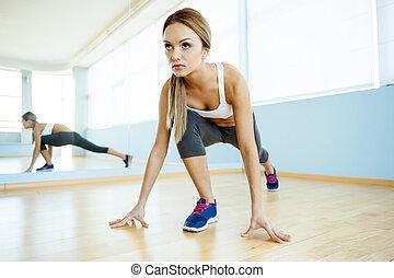 class., bonito, jovem, esportes, aeróbica, sorrindo, mulheres, roupa, menina exercitar