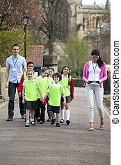Class Field Trip - Group of elementary school children on ...