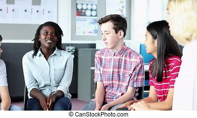 classe, école, groupe, étudiants, discussion, avoir, élevé, simple, enseignante