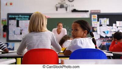classe, écolière, vue, sourire, caucasien, arrière, 4k