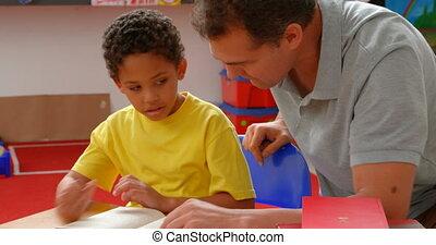 classe, africaine, vue, mâle, caucasien, américain, enseignement, 4k, écolier, prof, devant, jeune