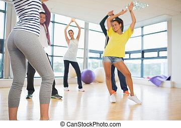 classe aptidão, e, instrutor, fazendo, pilates, exercício