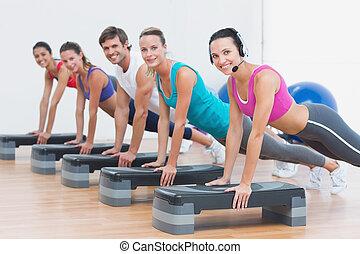 classe aptidão, fazendo, aeróbica passo, exercício