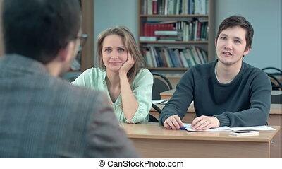 classe, communiquer, étudiants, écoute, mâle, attentivement, prof