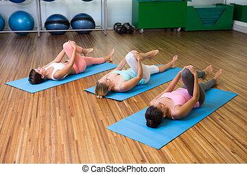 classe ioga, esticar, condicão física, estúdio