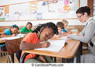 classe, mignon, bureau, élèves, écriture