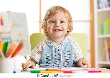 classe, mignon, peu, feutre, garçon, jardin enfants, stylo, enfant, dessin