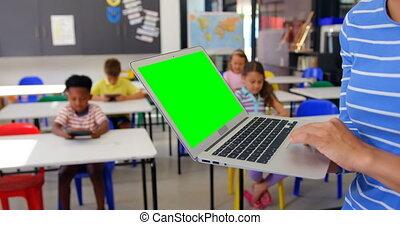 classe, ordinateur portable, section, femme, mi, utilisation, caucasien, 4k, prof