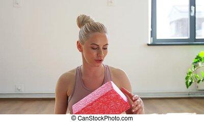 classe, ou, yoga, femme, blogger, gymnase, enregistrement, ligne