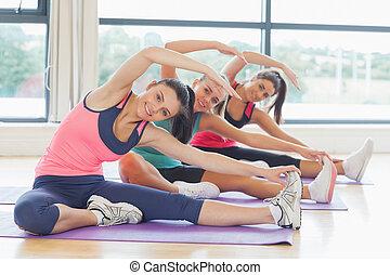 classe salute, e, istruttore, fare, stiramento, pilate, esercizi