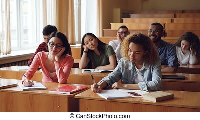 classe, university., gens, étudiants, concept., portables, jeune, bureaux, education, ennui, notes, écoute, confection, séance, percé, fatigué, prof