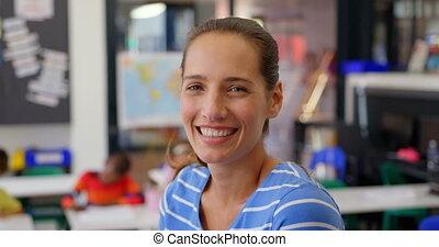 classe, vue côté, femme, sourire, caucasien, 4k, prof