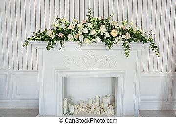 classico, mazzolino, sopra, interior., fiori bianchi, caminetto