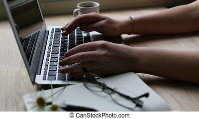 clavier, ordinateur portable, femme, dactylographie