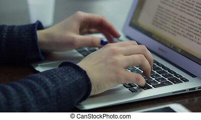 clavier, ordinateur portable, femme, main, dactylographie