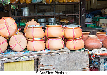 Clay pot for cooking.