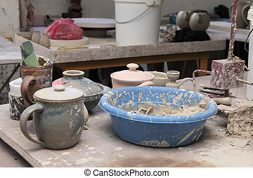 Clay pottery material - Clay raw material in containers and...