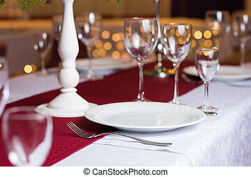 Clean plate on table in restaurant