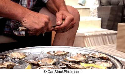 cleaning an oyster