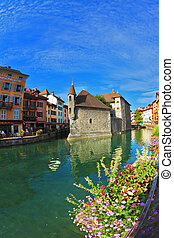 Clear early morning in Annecy