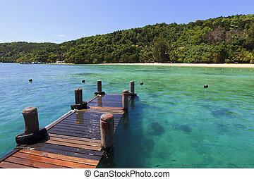 Clear waters at the dock. Manukan Island at Borneo, Sabah,...