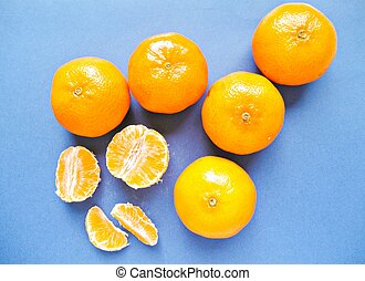 Clementines, peeled and whole