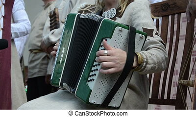click button accordion