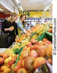 client, épicerie, vendeuse, choisir, fruits, frais, magasin