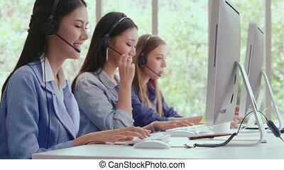 client, conversation, agent, téléphone., casque à écouteurs, ou, centre, soutien, appeler