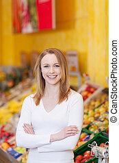 client, debout, épicerie, bras croisés, femme, magasin