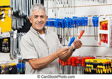 client, magasin, tournevis, matériel, comparer, heureux