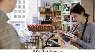 client, payant, achats, aide, épicerie fine, ventes, crédit, mâle, contactless, carte