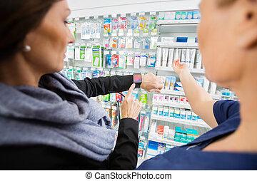 client, pharmacie, projection, smartwatch, femme, pharmacien