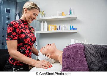 client, salon, regarder, quoique, esthéticien, sourire