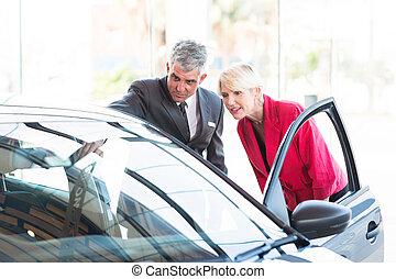 client, voiture, âge, mi, nouveau, vendeur, projection