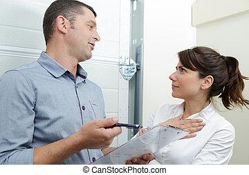 cliente, aproximadamente, encanador, contrato, falando, dentro, femininas