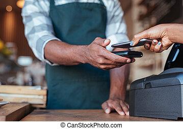 cliente, compra, smartphone, ella, paga, utilizar, café