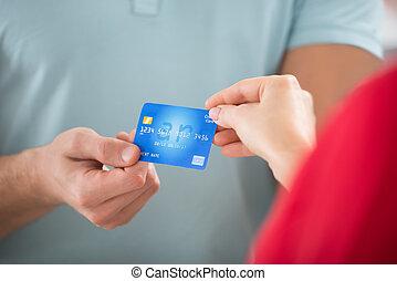 cliente, crédito, Levando, vendedor, cartão