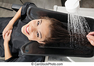 cliente, obtendo, cabelo, lavagem, em, salão
