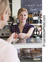 cliente, pagar, para, compras, en, fiambrería, con, tarjeta de crédito