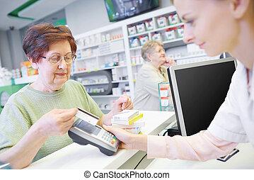 cliente, pagar, por, cartão crédito, em, loja droga