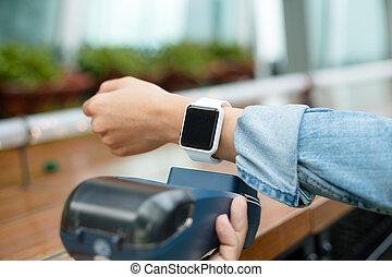 cliente, pagar, relógio, wearable, usando